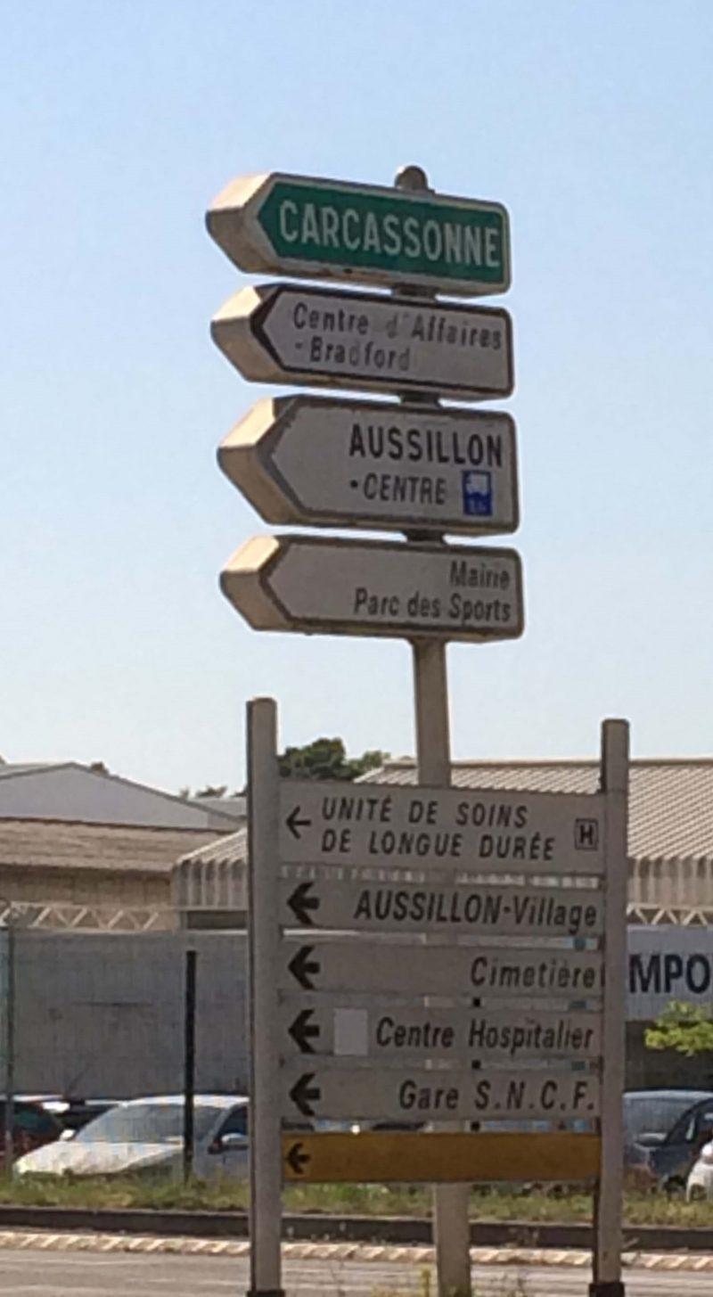 フランス カルカソンヌへの道路標識