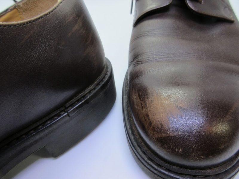 色抜けとキズの箇所の拡大 革靴