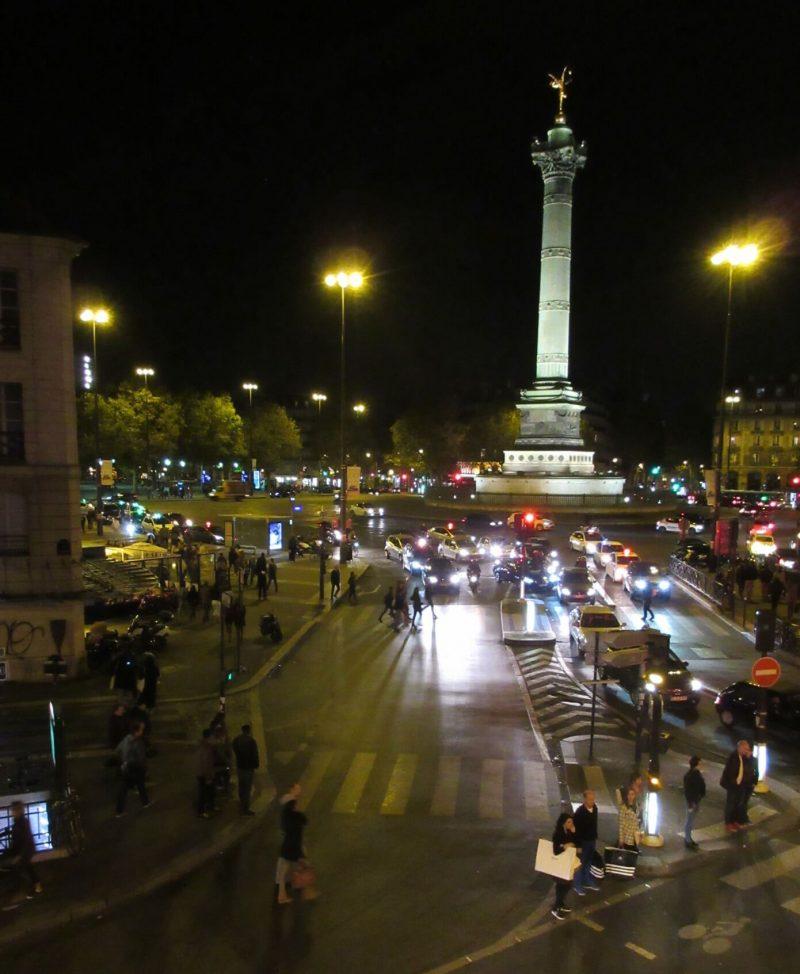 フランスパリ 夜のバスティーユ