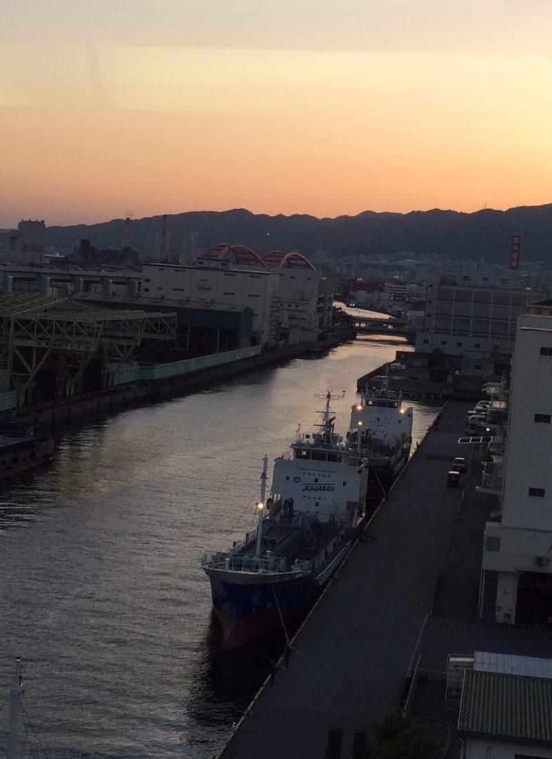神戸の夕方 海と山