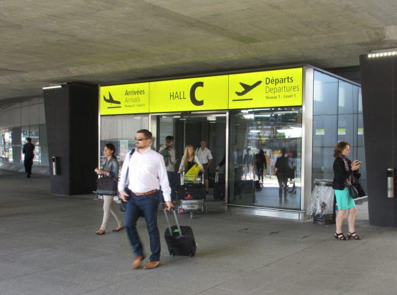 フランス トゥールーズ空港エントランス