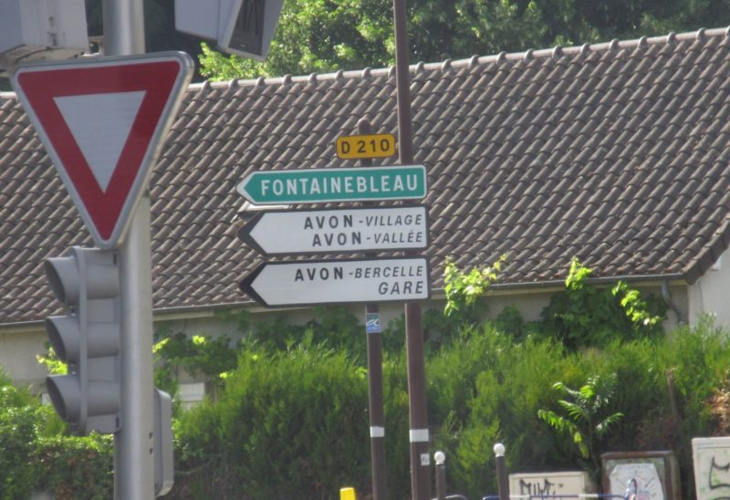 フランス フォンテーヌブロー道路標識