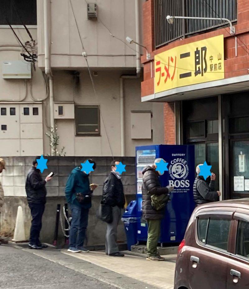 ラーメン二郎中山駅前店 お店入口の行列