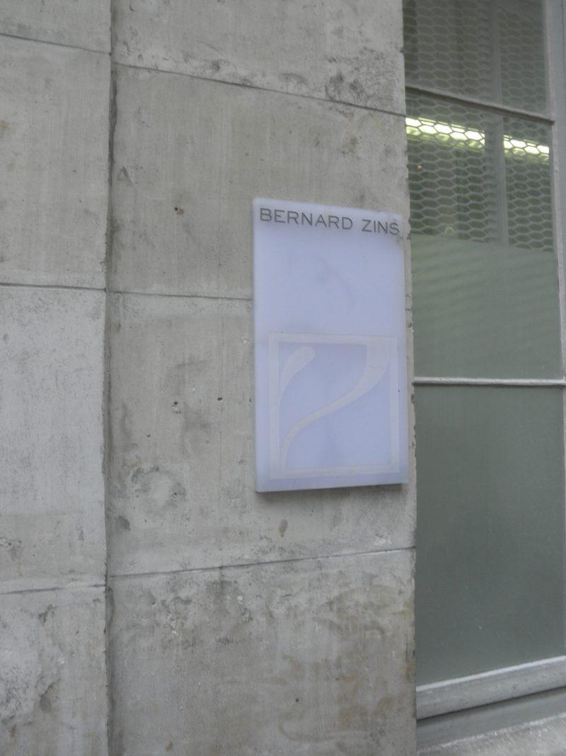 Bernard Zins プレート フランス本社